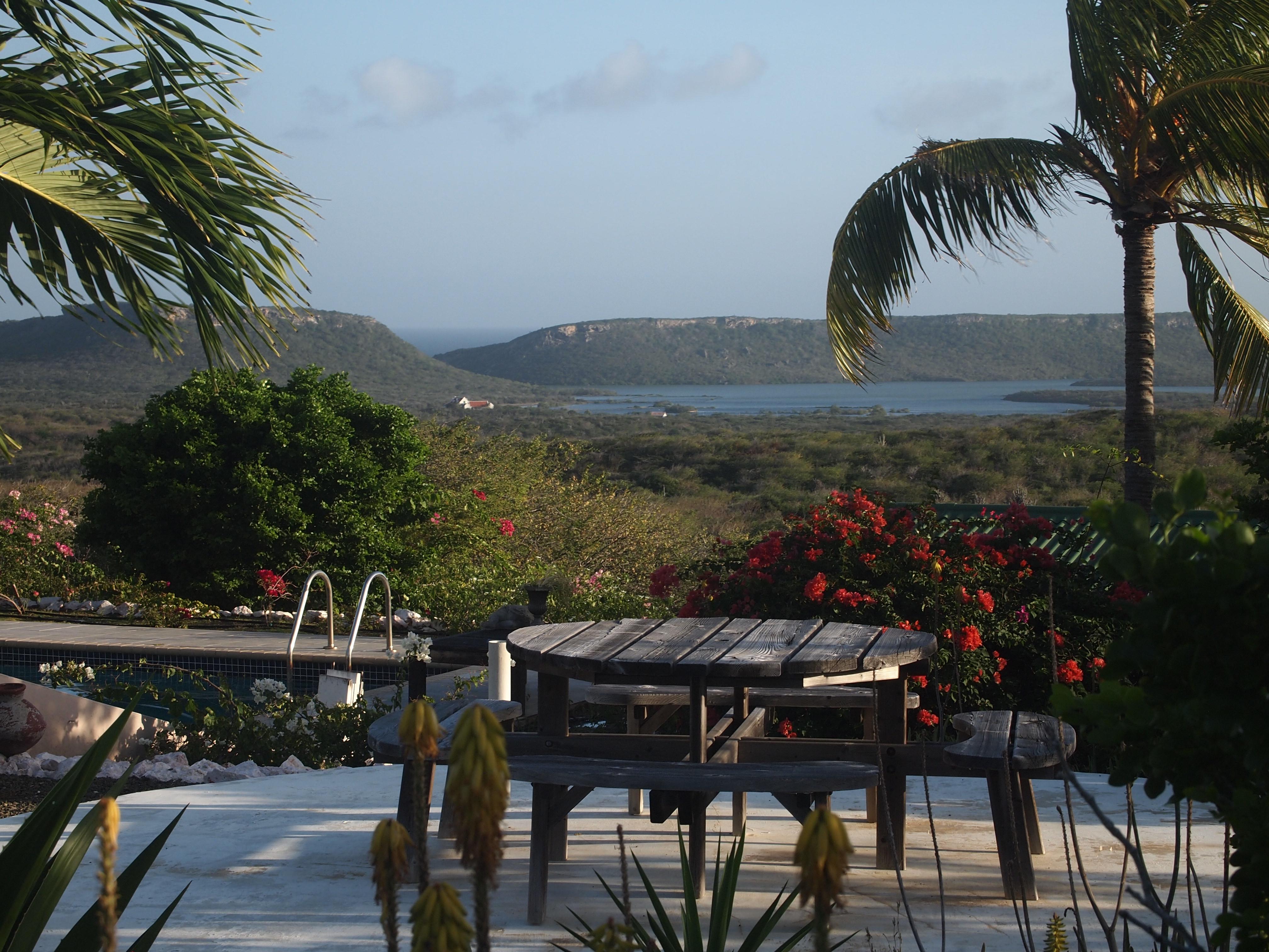 terrasje bij Corazon Apartments Curacao